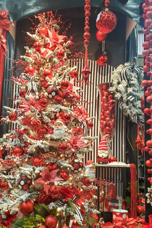 Flocked-red-and-white-tree